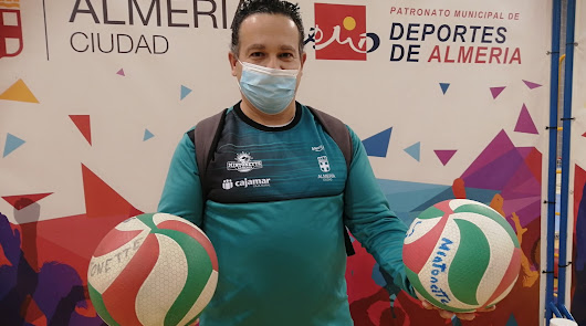 Vino al mundo con un balón de voleibol