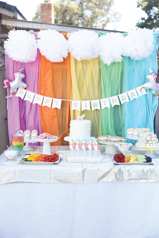 Tutorial to create rainbow DIY party backdrops for a magical day