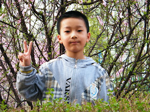 Photo: son, warrenzh 朱楚甲, with his mom, emakingir, before dining out, while the dad, benzrad 朱子卓, returning to his QRRS dorm after a day's gathering and gaming. here son and his mom shot for blossoms in mini-garden in front her house.