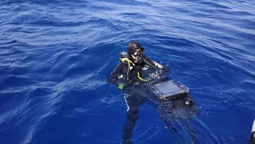 Un buzo de la Armada, en aguas de Almería.