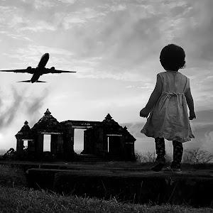oryn pesawat cand bw.jpg