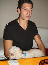Photo: Jérôme a non seulement adopté la cuisine américaine de Valérie, mais le chien américain de Carol : Spice !