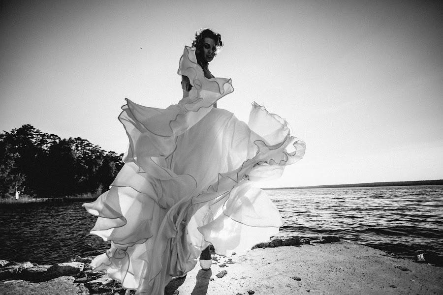 Wedding photographer Vasiliy Tikhomirov (BoraBora). Photo of 28.01.2015