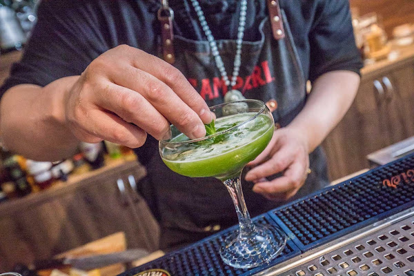創意調酒新領域!蔬菜也可調酒,還有客製化調酒冰淇淋,帶來味覺新衝擊!Mix Bistro