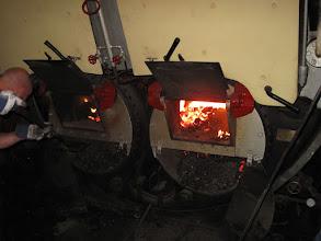 Photo: Foto: H. Brockhoff Bakboord vuur opbouwen met vuur van stuurboord