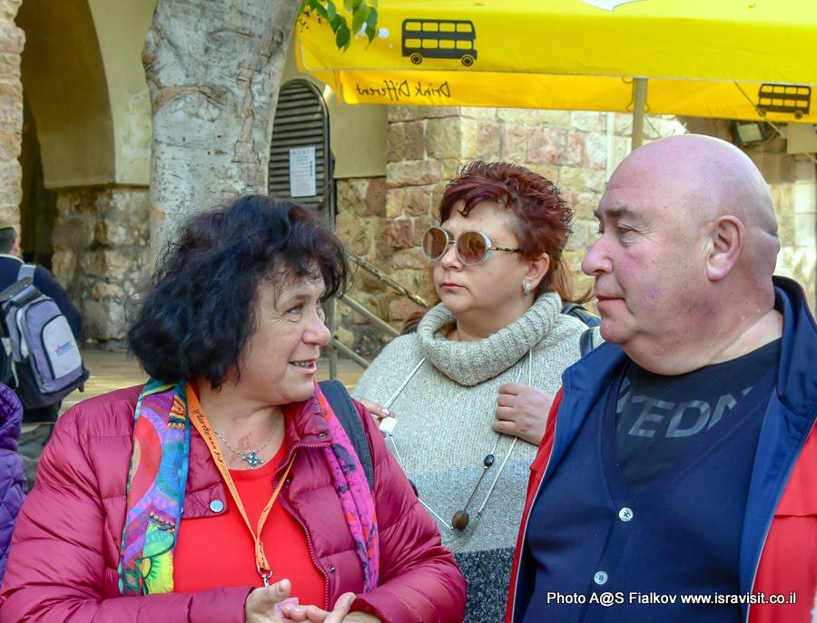 Гид в Иерусалиме Светлана Фиалкова с туристами.