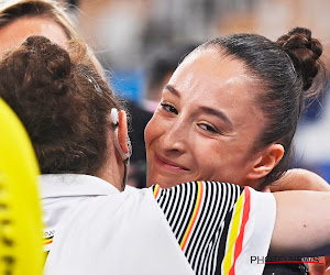 🎥 Daar is die gouden medaille! Nina Derwael blijft mentaal overeind in bizarre finale en is olympisch kampioene!