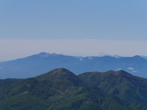 八ヶ岳と奥に南アルプス