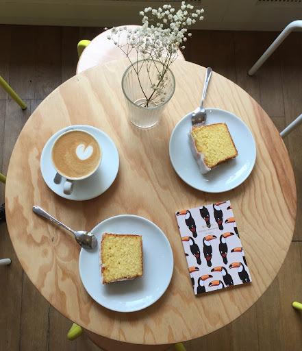 Cake au citron et cappuccino