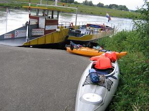 Photo: schnell raus mit den Booten bevor die Fähre kommt