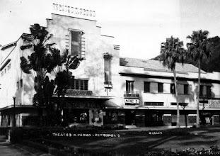 Photo: Teatro D. Pedro, atual Teatro Municipal Paulo Gracindo, em frente à Praça dos Expdicionários.
