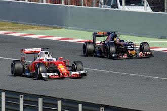 Photo: Seb Vettel - Scuderia Ferrari Carlos Sainz - Scuderia Toro Rosso