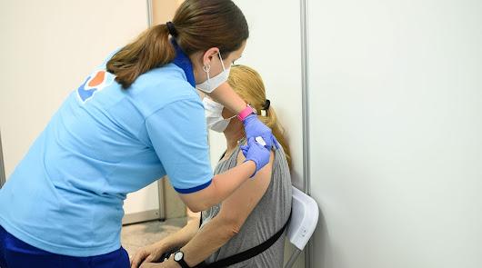 Salud 'indulta' cinco vacunódromos para ir sin cita previa a partir del día 4