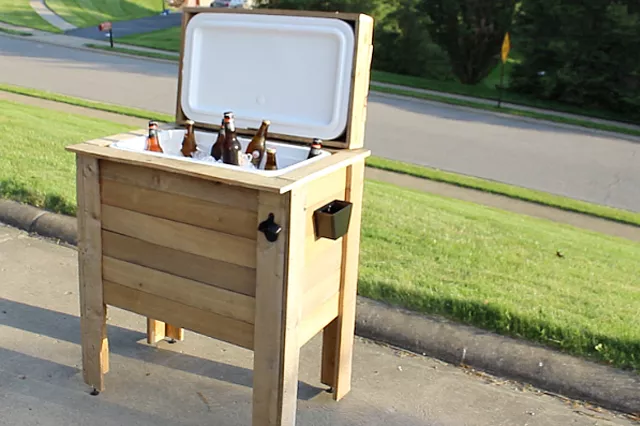 Create a Rustic Cooler with Pallet Wood: These 12 DIY Outdoor Pallet Furniture Ideas will add some flare to your outdoor space and save you money.