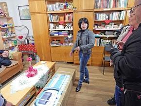 Művelődési házban is átadásra kerültek az ajándék citerák és a trambulin.