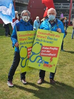 Demonstrierende, Plakat: «... Keine Profite mit der Gesundheit! DKP»