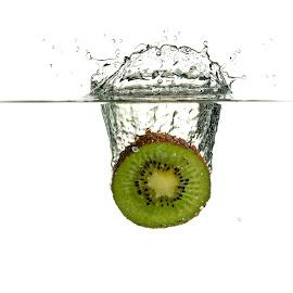 Kiwi splash by Tony Wilson - Food & Drink Fruits & Vegetables ( kiwi, speedlights, splash, kiwifruit, flash )