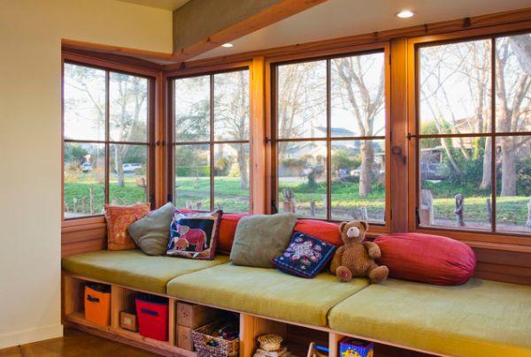 Такий диван незамінний у дитячій кімнаті