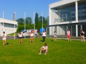 Photo: Les bretonnes se souviennent des jeux de l'été dernier et initient les nouveaux arrivants dès le dimanche soir!