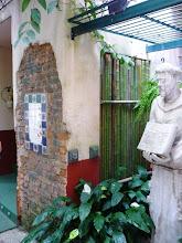 Photo: Lateral descascada e azulejos decorados. http://celiamartins.blogspot.com/