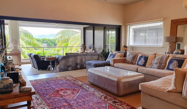 Appartement contemporain avec terrasse en bord de mer Tamarin