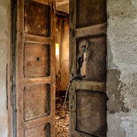 oltre la porta ... solo rovine di