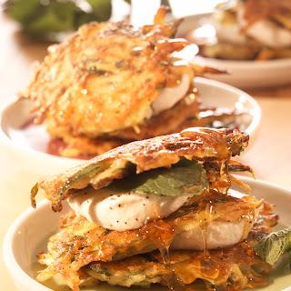 Zucchinipuffer mit Minze und Ziegenkäse