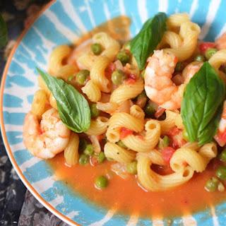 One-Pot Prawns, Peas and Basil Tomato Pasta Recipe