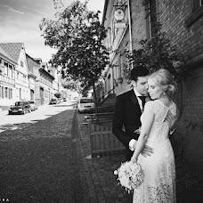 Wedding photographer Elena Zayceva (Zaychikovna). Photo of 18.11.2014