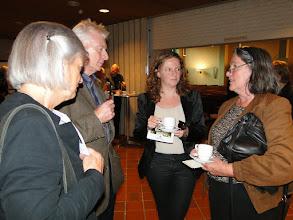 Photo: links = bestuurslid stichting Mikwe; tweede van links = Hen Meesterman de 2 dames rechts zijn nabestaanden van de families Van Straten (rechts is Mirjam van Straten)