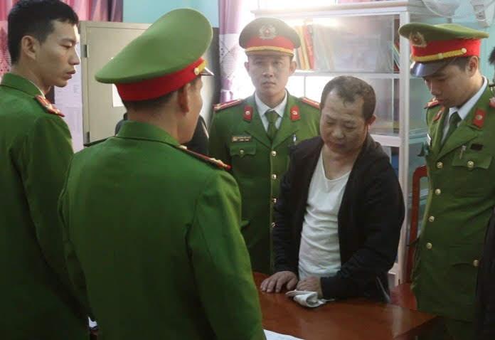 Tống đạt các quyết định đối với đối tượng Nguyễn Văn Đức về hành vi chứa mại dâm