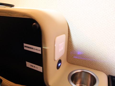 西鉄「はかた号」 0001 プレミアムシート コンセント・USBポート