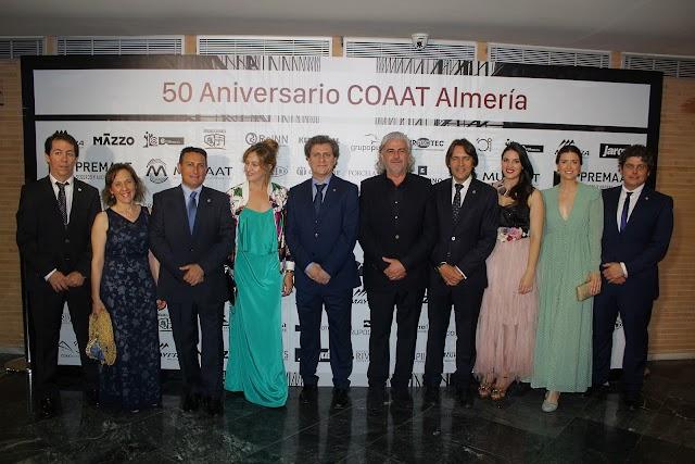 El presidente del COAAT y los integrantes de su Junta de Gobierno.