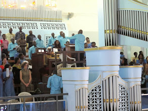 Photo: Sn2C0717-160207Dakar, cath. messe, une partie de la chorale et son chef IMG_0903