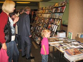 Photo: W obszernym holu wejściowym można było zakupić interesującą prasę i lekturę turystyczną.