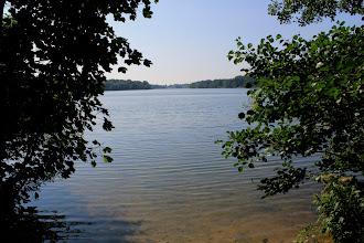 Photo: Blick auf den Großensee von einen Spazierweg entlang des Ostufers