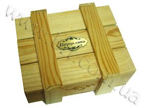 Photo: Ящик из дерева с сувенирной шильдой из пластика