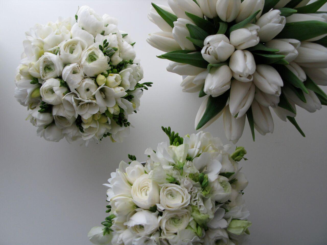 K'Mich Weddings - wedding planning - white tulip, white roses - decoration