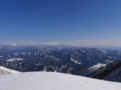 山頂手前ピークからの眺め2
