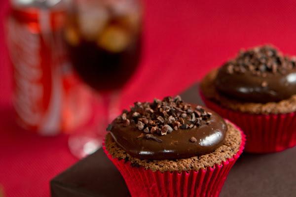 Cupcake de Chocolate com Coca-Cola de Micro-Ondas