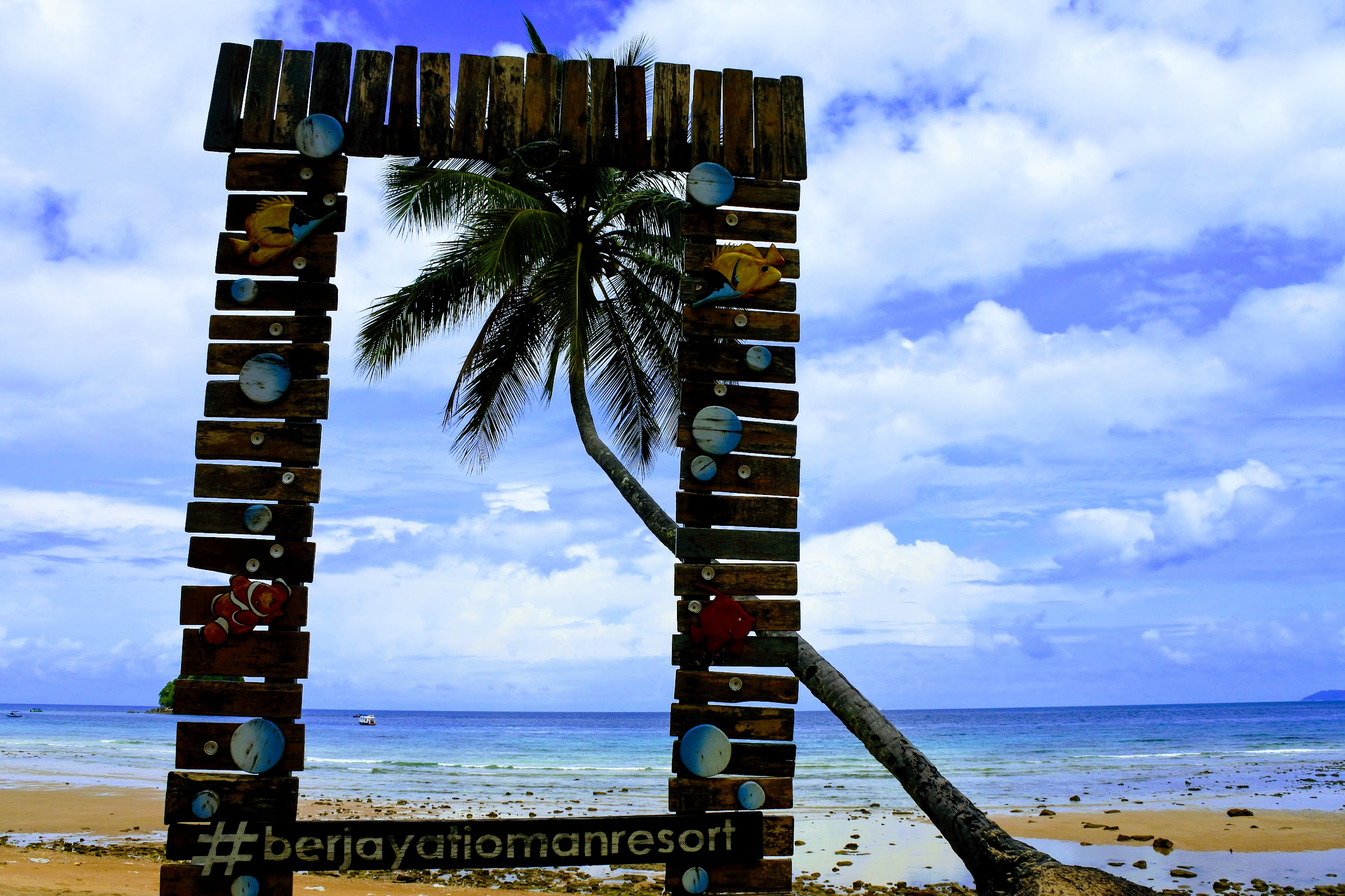 Honest review of Berjaya Tioman Resort: the beach is splendid!