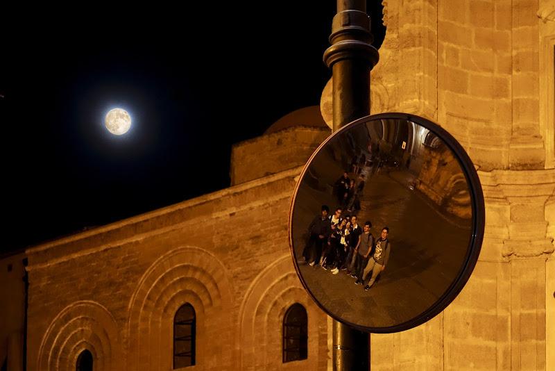 Riflessi sotto la luna di lugiube