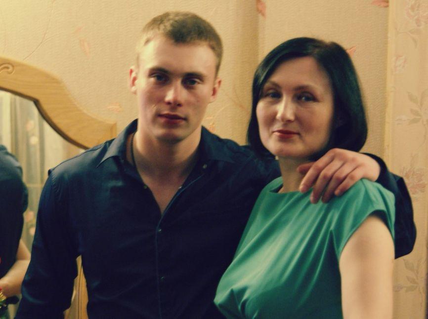 Анатолий Ковалев с мамой