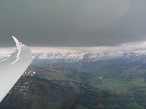 Photo: Das Obertoggenburg und die Churfirsten unter einer dicken Schicht-Wolke.