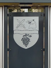 Photo: http://upload.wikimedia.org/wikipedia/commons/4/47/COA_W%C3%BCrflach_Lower_Austria.gif An sich ging's mir vorhin um das Wappen der Gemeinde.
