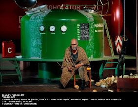 Photo: BAYREUTH 2011: TANNHÄUSER. Inszenierung: Sebastian Baumgarten. Premiere 25.7.2011. Zu unserem Premierenbericht von Dr. Klaus Billand. 3. Akt mit  Lars Clevemann (Tannhäuser). Foto: Bayreuther Festspiele / Enrico Nawrath