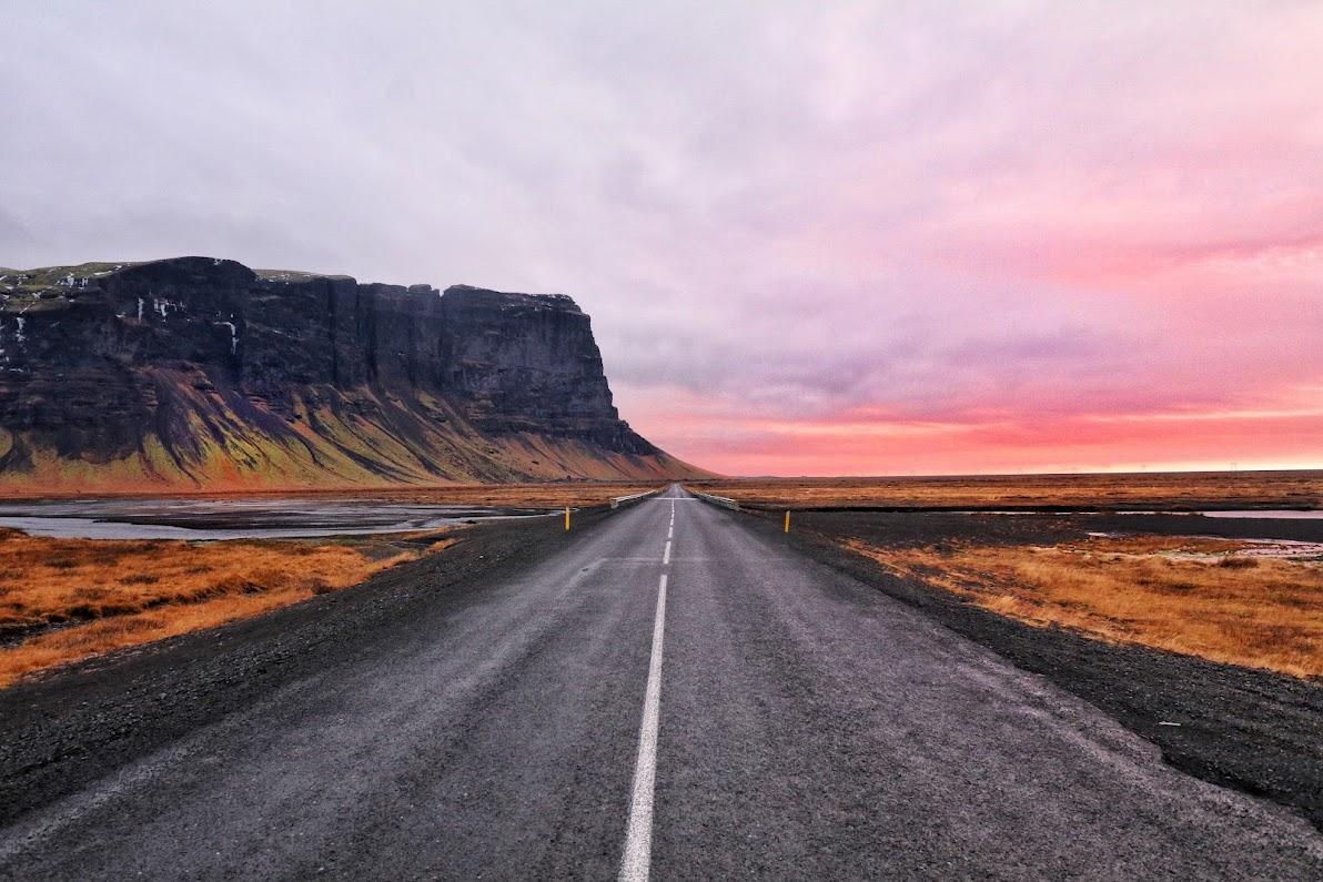 paisaje y carretera de Islandia