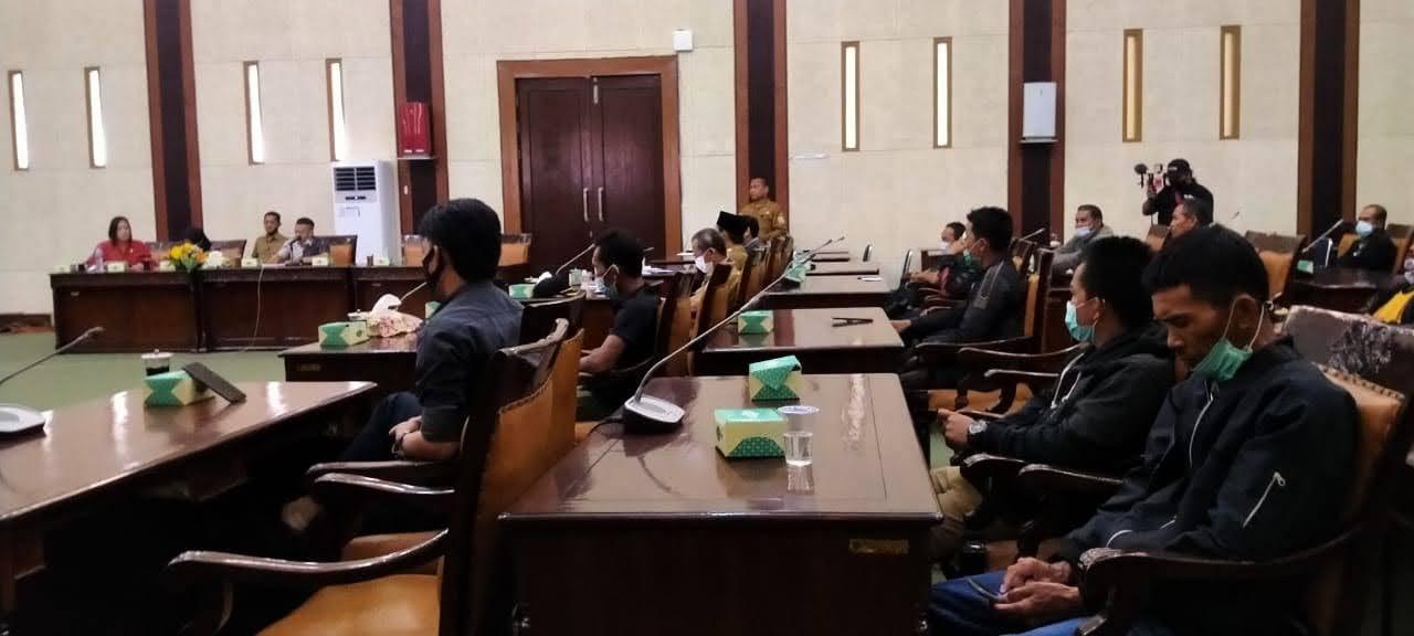RDP Masyarakat Dengan DPRD Sambas : Tuntut CSR dan Kebun Plasma dari PT. Agronusa Investama