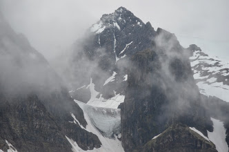 Photo: Vue sur le couloir Daultier qui sera notre chemin d'accès pour le plateau supérieur (en glace à gauche)