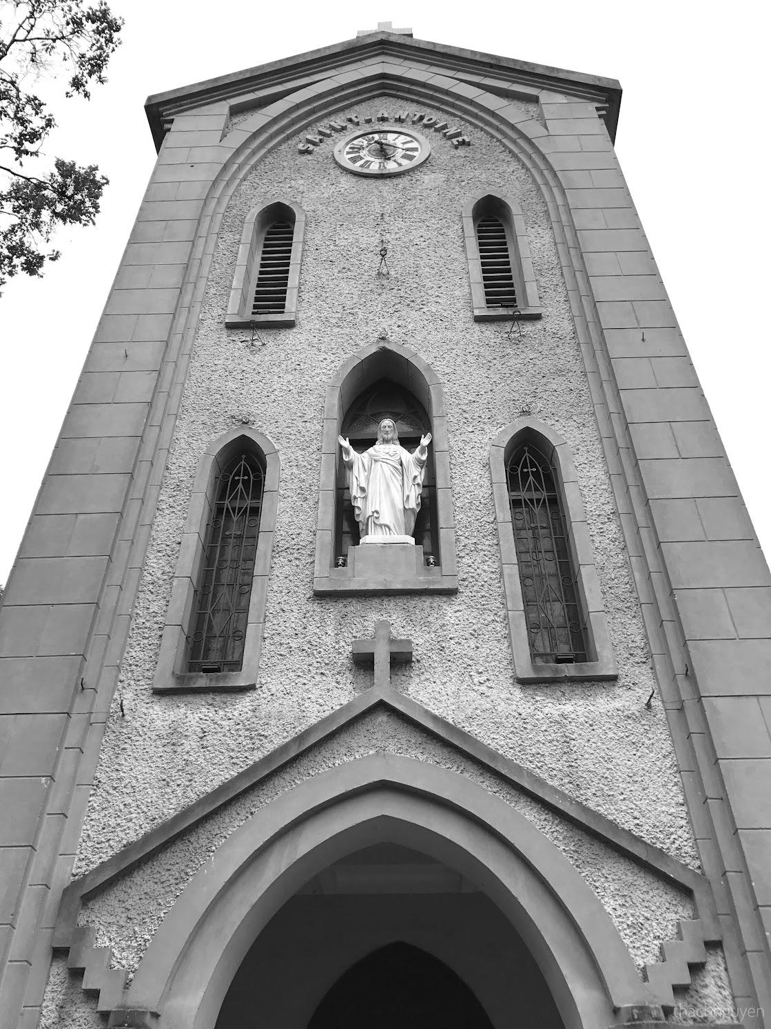 tháp chính nhà thờ Hàm Long